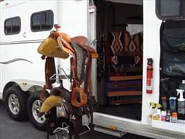 Electric saddle rack for side tack